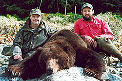 Photo of a successful Brown/Grizzly Bear hunter.